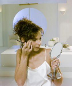 Das Augen Make up ist für viele Frauen tägliche Routine.